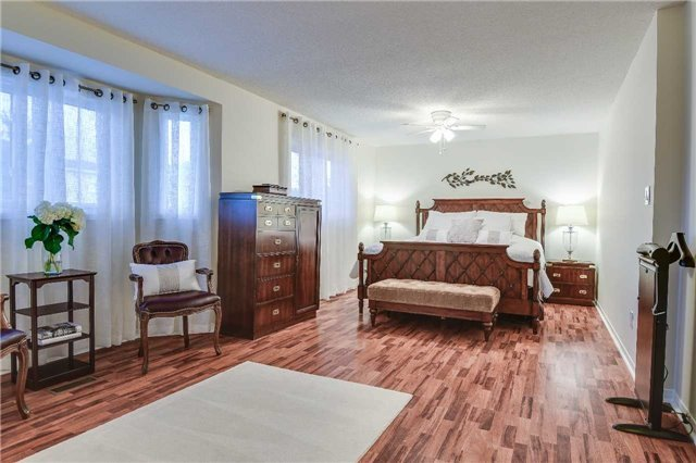 Detached at 30 O'connor Cres, Richmond Hill, Ontario. Image 3