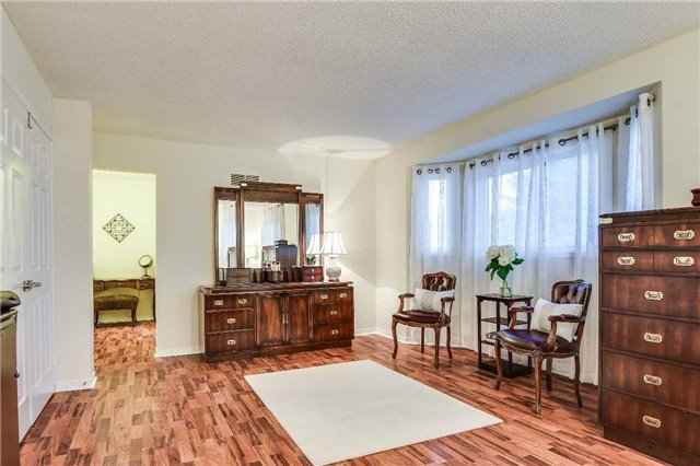 Detached at 30 O'connor Cres, Richmond Hill, Ontario. Image 4