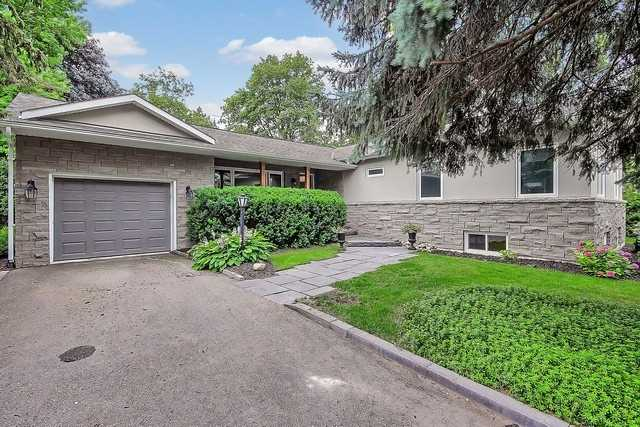 Detached at 576 Mulock Crt E, Newmarket, Ontario. Image 1