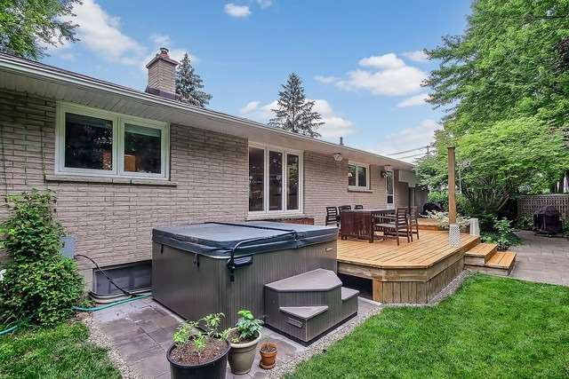 Detached at 576 Mulock Crt E, Newmarket, Ontario. Image 11