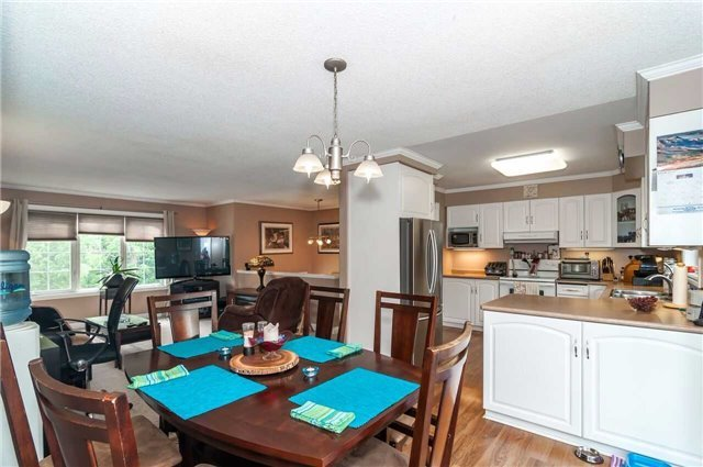 Detached at 3772 West St, Innisfil, Ontario. Image 7