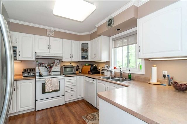 Detached at 3772 West St, Innisfil, Ontario. Image 8