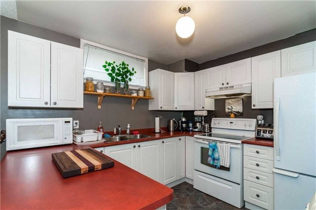Detached at 3772 West St, Innisfil, Ontario. Image 2