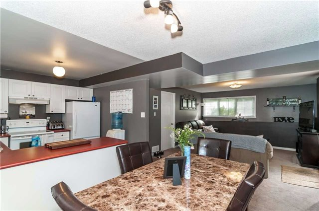 Detached at 3772 West St, Innisfil, Ontario. Image 3