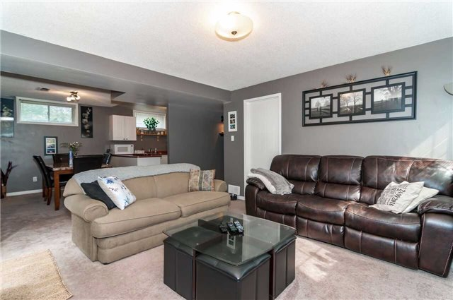 Detached at 3772 West St, Innisfil, Ontario. Image 4