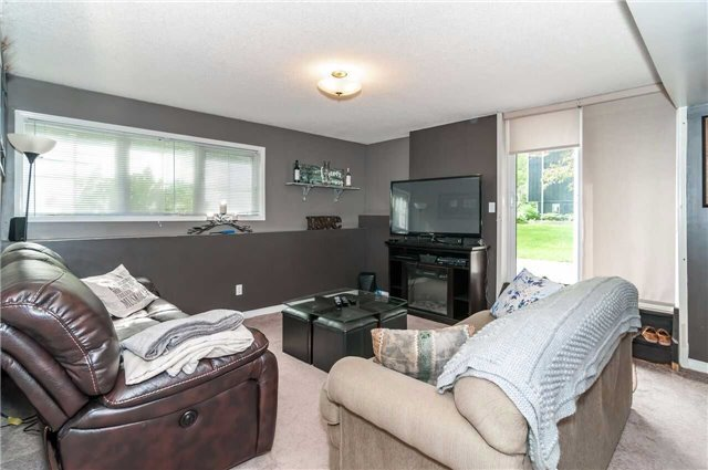 Detached at 3772 West St, Innisfil, Ontario. Image 5
