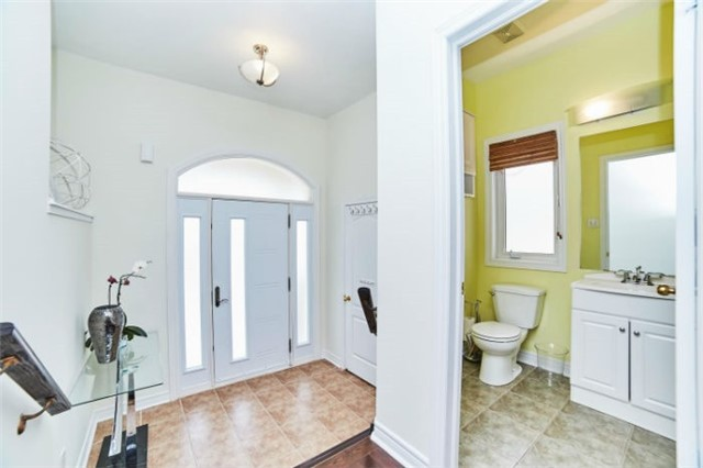 Detached at 19 Horsedreamer Lane, Whitchurch-Stouffville, Ontario. Image 12