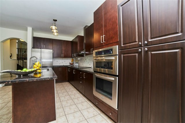 Detached at 19 Horsedreamer Lane, Whitchurch-Stouffville, Ontario. Image 14