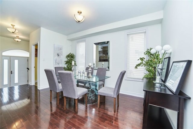 Detached at 19 Horsedreamer Lane, Whitchurch-Stouffville, Ontario. Image 2