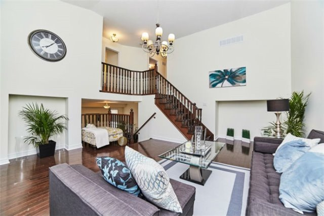 Detached at 19 Horsedreamer Lane, Whitchurch-Stouffville, Ontario. Image 4