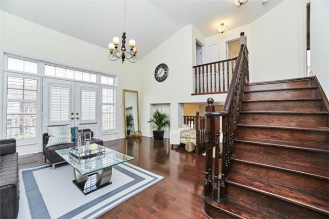 Detached at 19 Horsedreamer Lane, Whitchurch-Stouffville, Ontario. Image 5