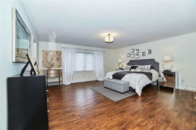 Detached at 19 Horsedreamer Lane, Whitchurch-Stouffville, Ontario. Image 6