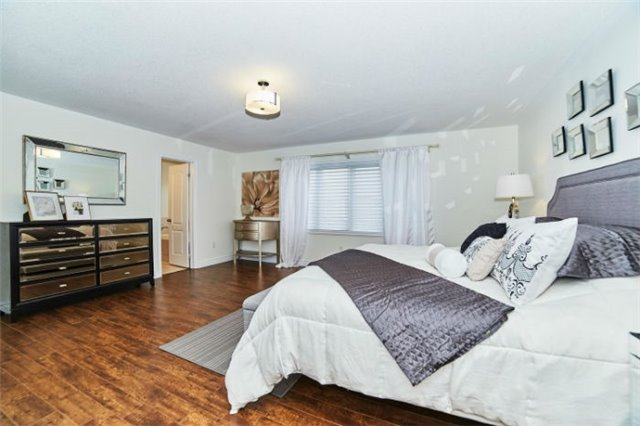 Detached at 19 Horsedreamer Lane, Whitchurch-Stouffville, Ontario. Image 7