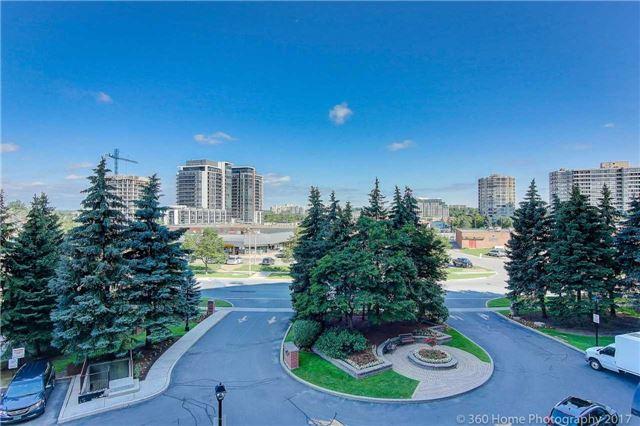 Condo Apartment at 33 Weldrick Rd E, Unit 412, Richmond Hill, Ontario. Image 12