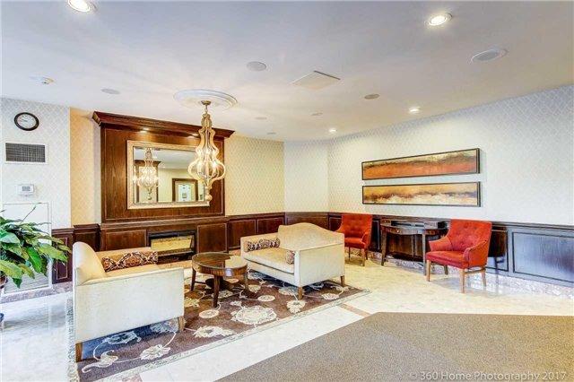 Condo Apartment at 33 Weldrick Rd E, Unit 412, Richmond Hill, Ontario. Image 14
