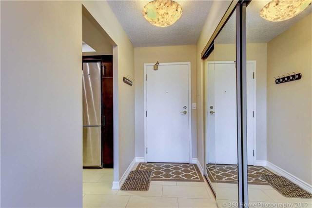 Condo Apartment at 33 Weldrick Rd E, Unit 412, Richmond Hill, Ontario. Image 15