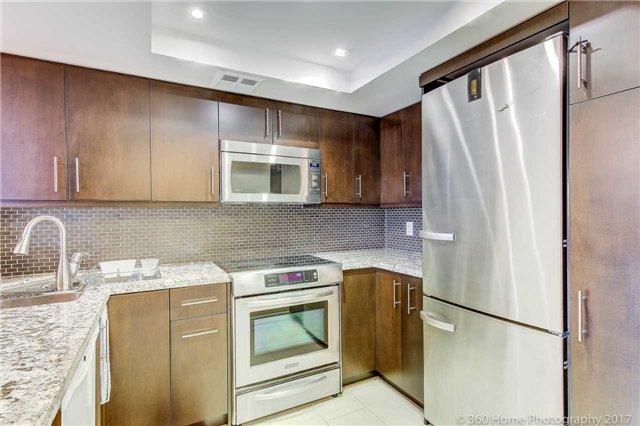 Condo Apartment at 33 Weldrick Rd E, Unit 412, Richmond Hill, Ontario. Image 16