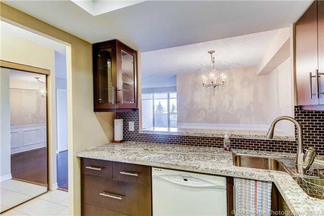 Condo Apartment at 33 Weldrick Rd E, Unit 412, Richmond Hill, Ontario. Image 17