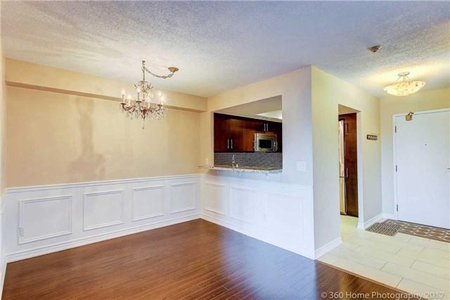 Condo Apartment at 33 Weldrick Rd E, Unit 412, Richmond Hill, Ontario. Image 18