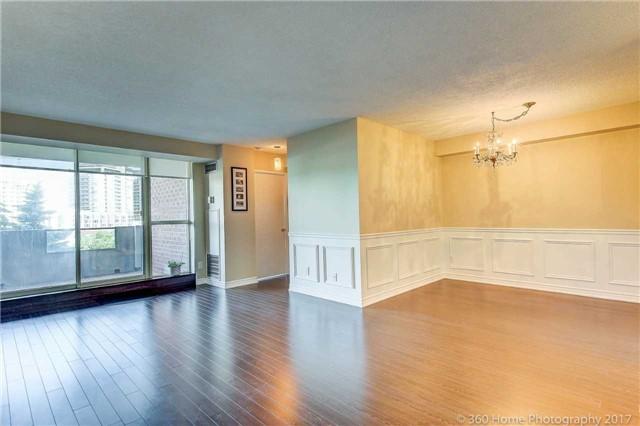 Condo Apartment at 33 Weldrick Rd E, Unit 412, Richmond Hill, Ontario. Image 19