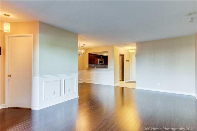 Condo Apartment at 33 Weldrick Rd E, Unit 412, Richmond Hill, Ontario. Image 2