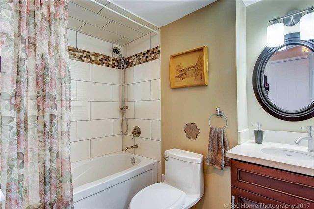 Condo Apartment at 33 Weldrick Rd E, Unit 412, Richmond Hill, Ontario. Image 3