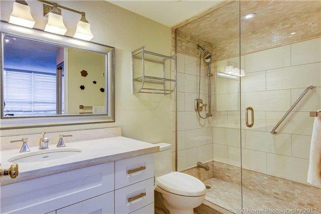 Condo Apartment at 33 Weldrick Rd E, Unit 412, Richmond Hill, Ontario. Image 6