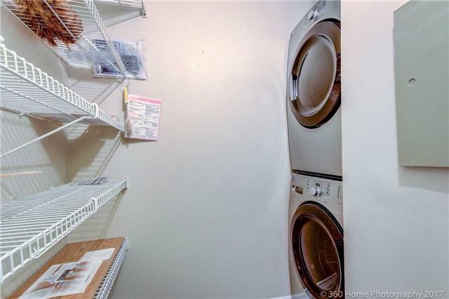Condo Apartment at 33 Weldrick Rd E, Unit 412, Richmond Hill, Ontario. Image 7