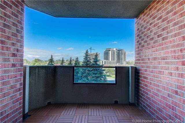 Condo Apartment at 33 Weldrick Rd E, Unit 412, Richmond Hill, Ontario. Image 8
