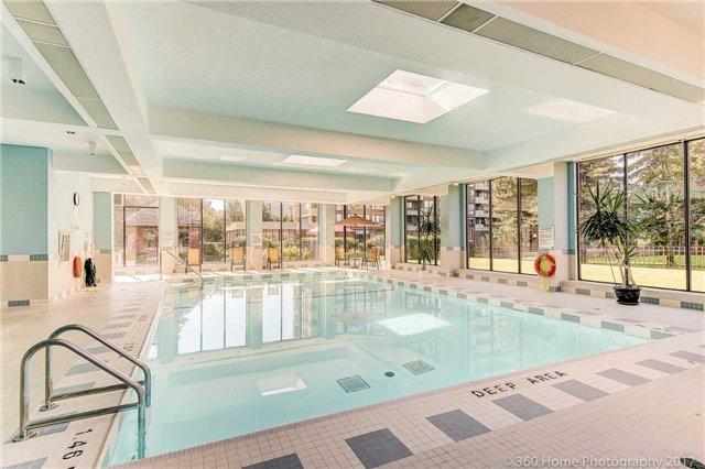 Condo Apartment at 33 Weldrick Rd E, Unit 412, Richmond Hill, Ontario. Image 9
