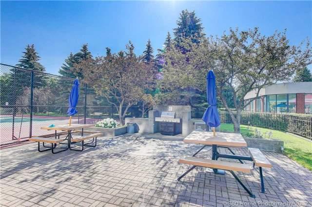 Condo Apartment at 33 Weldrick Rd E, Unit 412, Richmond Hill, Ontario. Image 11