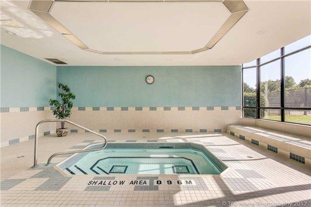 Condo Apartment at 33 Weldrick Rd E, Unit 412, Richmond Hill, Ontario. Image 13