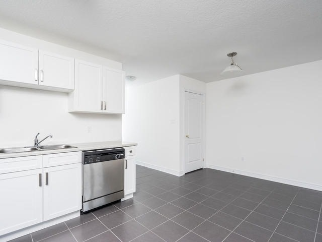 Townhouse at 143 Hutchinson Dr, New Tecumseth, Ontario. Image 17