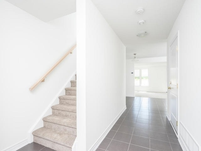Townhouse at 143 Hutchinson Dr, New Tecumseth, Ontario. Image 3