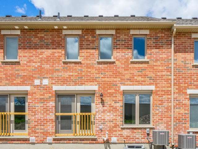 Townhouse at 143 Hutchinson Dr, New Tecumseth, Ontario. Image 13