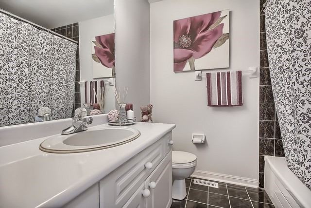 Townhouse at 175 Walkerville Rd, Markham, Ontario. Image 6