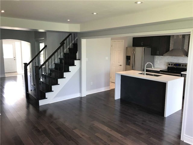 Townhouse at 247 Chilcott Cres, Newmarket, Ontario. Image 12