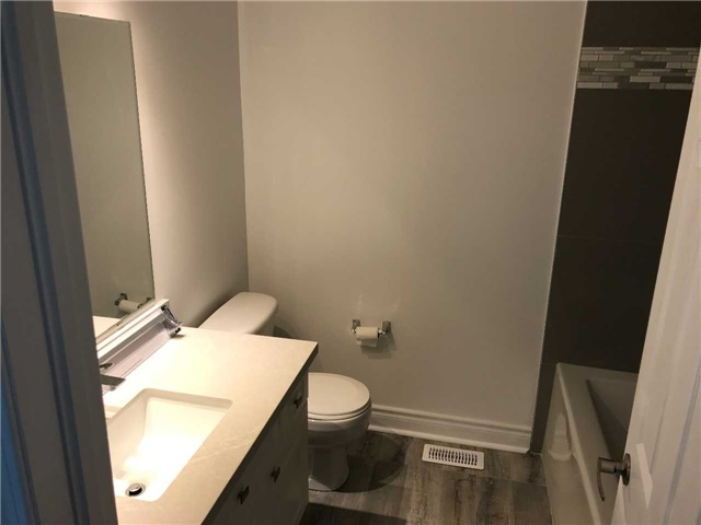 Townhouse at 247 Chilcott Cres, Newmarket, Ontario. Image 6