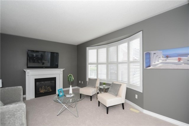 Detached at 7 Clamerten Rd, Whitchurch-Stouffville, Ontario. Image 3