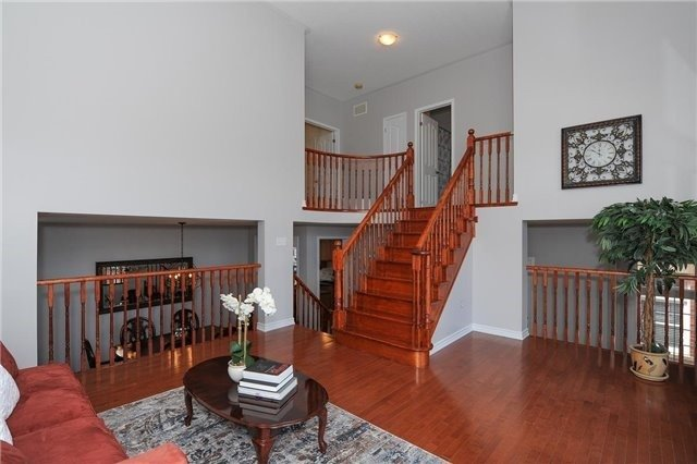 Detached at 7 Clamerten Rd, Whitchurch-Stouffville, Ontario. Image 5