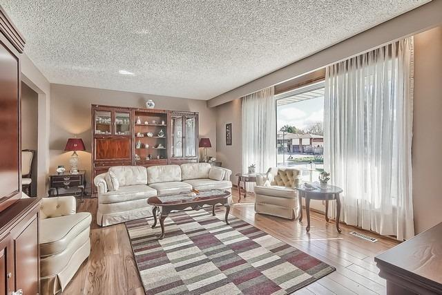 Detached at 28 Delta Cres, East Gwillimbury, Ontario. Image 16