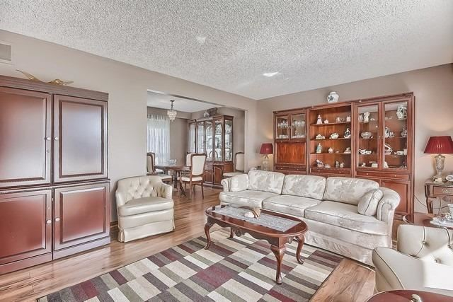 Detached at 28 Delta Cres, East Gwillimbury, Ontario. Image 17