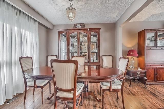 Detached at 28 Delta Cres, East Gwillimbury, Ontario. Image 19