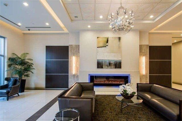 Condo Apartment at 7171 Yonge St, Unit 907, Markham, Ontario. Image 2