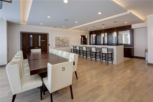 Condo Apartment at 7171 Yonge St, Unit 907, Markham, Ontario. Image 4