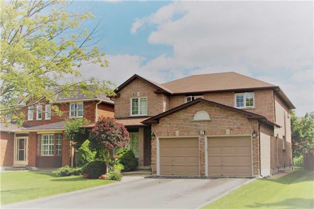 Detached at 17 Lynngrove Cres, Richmond Hill, Ontario. Image 1