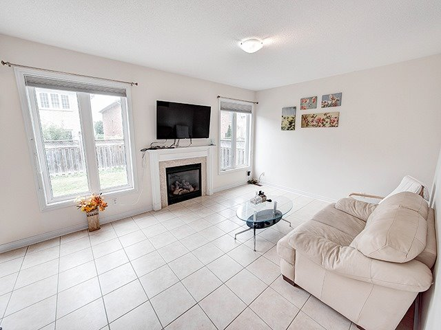 Detached at 160 Alfred Smith Way, Newmarket, Ontario. Image 16