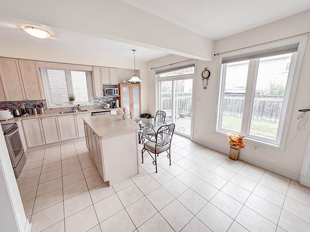 Detached at 160 Alfred Smith Way, Newmarket, Ontario. Image 17