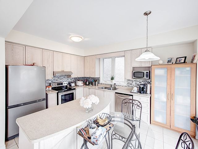 Detached at 160 Alfred Smith Way, Newmarket, Ontario. Image 18