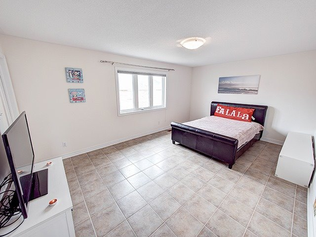 Detached at 160 Alfred Smith Way, Newmarket, Ontario. Image 2